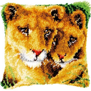 לביאה וגור אריות