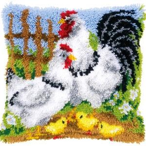 משפחת תרנגולות בחווה
